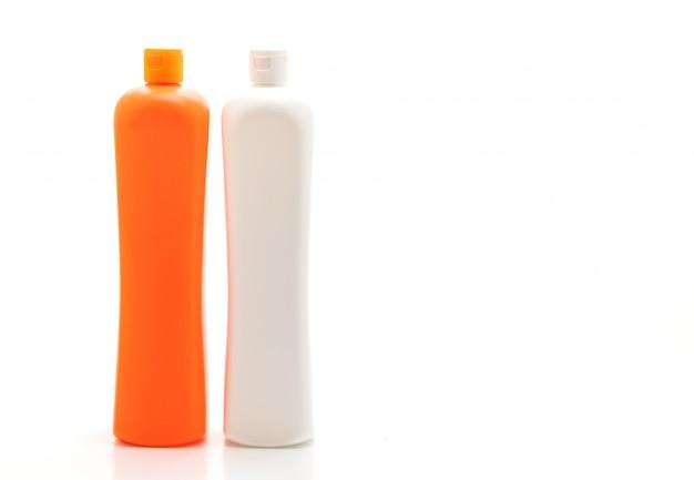 Récipient à détergent en plastique sur fond blanc