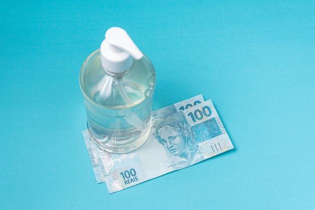Récipient avec gel alcool et argent réel brésilien,
