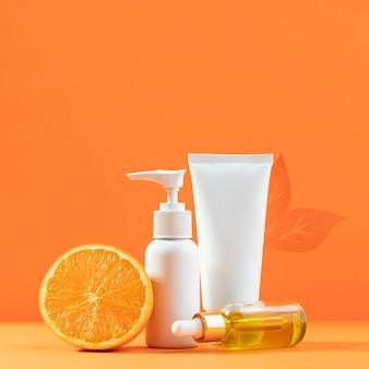 Récipients de crème avec fond orange