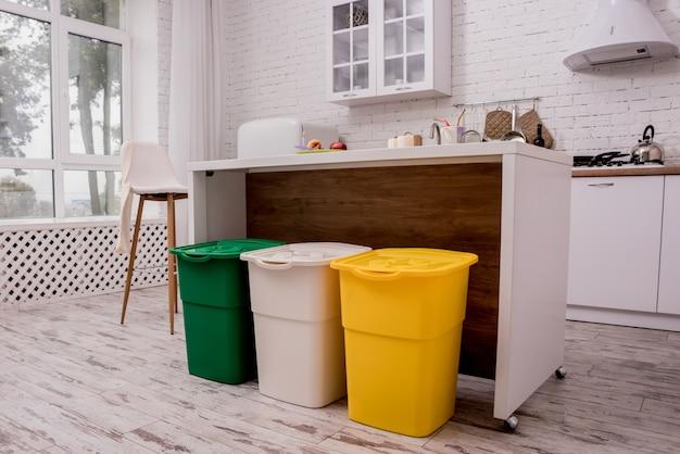 Recycler les bacs dans la cuisine