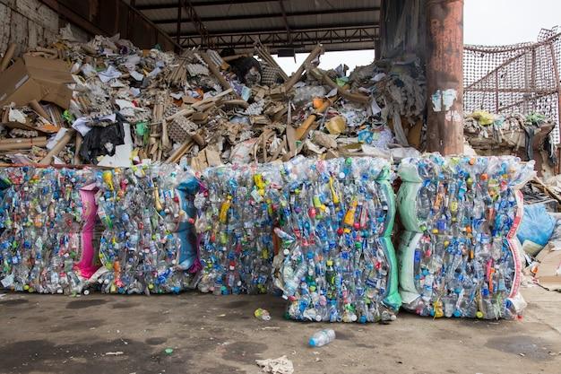 Recycler le plastique de la bouteille d'eau