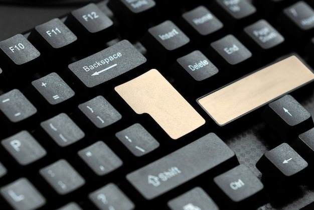 Rédaction d'une plainte sur les réseaux sociaux, signalement d'un mauvais comportement en ligne, dispositif de communication globale, idée de travail informatique, idées de collecte d'informations, apprentissage de nouvelles choses
