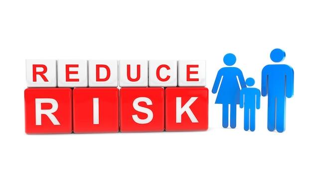 Réduire le risque cube avec la famille des personnes sur fond blanc