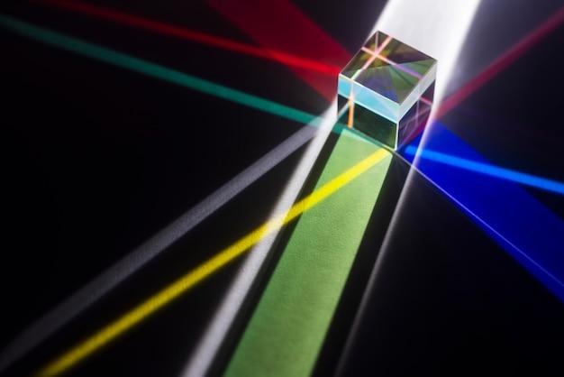 Réflexion de prismes de lumière colorée