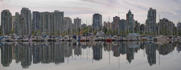 Réflexion à vancouver bc waterfront marina