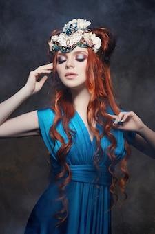 Regard fabuleux fille rousse
