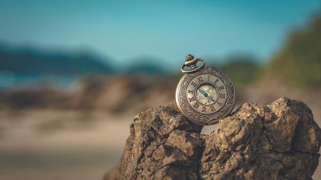 Regarder sur la pierre de mer