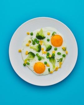 Régime cétogène déchets alimentaires œufs au plat brocoli maïs pois aneth poivre cuisson des restes