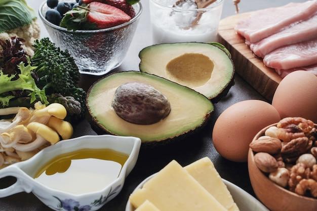 Régime cétogène, faible teneur en glucides, en matières grasses et en aliments sains