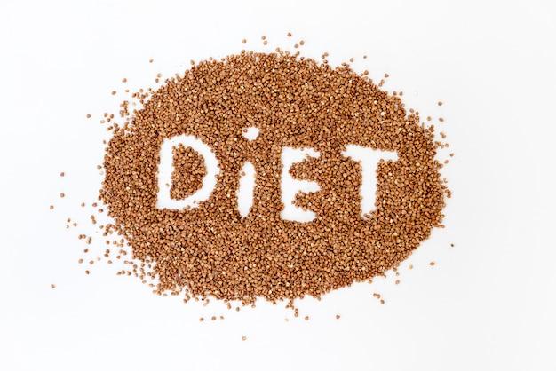 Régime de lettrage de sarrasin. texture de grains de sarrasin crus. concept d'aliments sains.