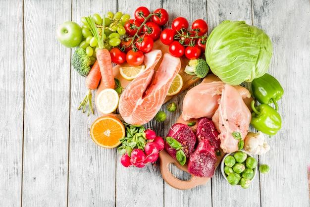 Régime de pegan à la mode, viande, œufs, fruits de mer, produits laitiers et divers légumes frais