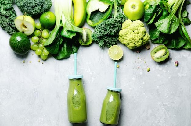 Régime printanier, végétarien cru sain, concept végétalien, petit déjeuner détox, alimentation propre et alcaline. espace de copie