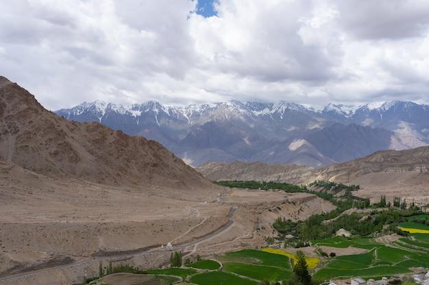 La région de l'himalaya, au nord de l'inde, la partie de l'himalaya