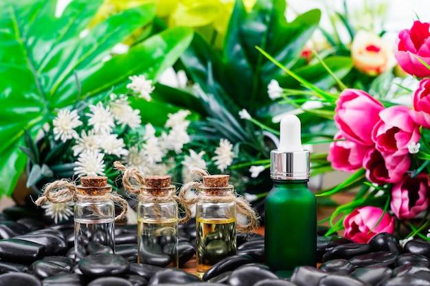 Réglage de massage thai spa avec compte-gouttes de bouteille d'huile de sérum