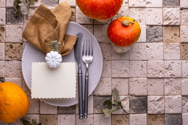 Réglage de la table d'automne ou d'action de grâce