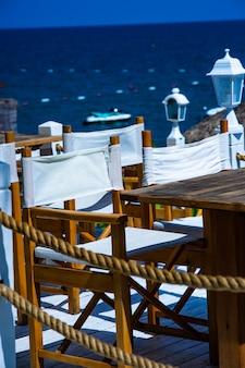 Réglage de la table en bord de mer