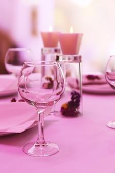 Réglage de la table du restaurant