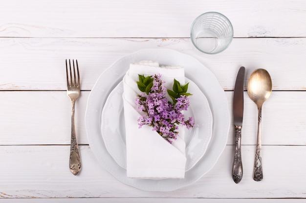 Réglage de la table de fête du printemps
