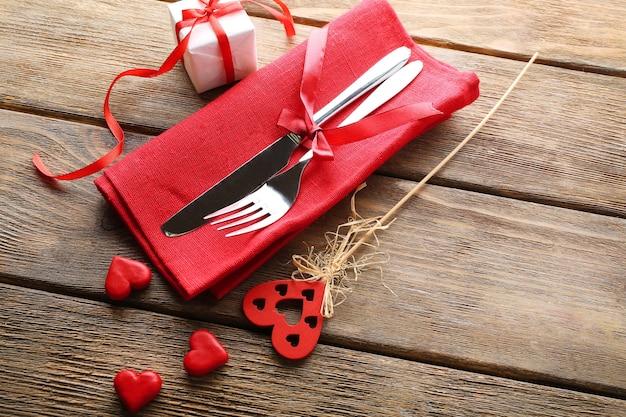 Réglage de la table de fête pour la saint valentin