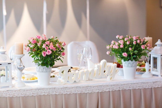 Réglage de la table de mariage