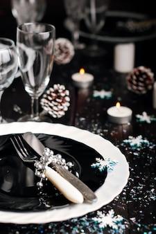 Réglage de la table de noël. décorations de fêtes