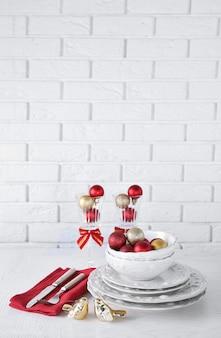 Réglage de la table de noël décoré. concept de menu de noël