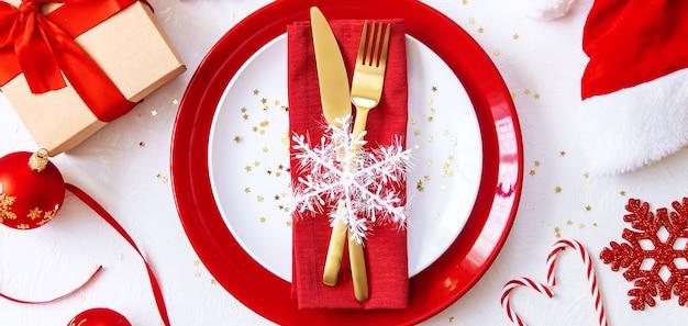 Réglage de la table de noël festif