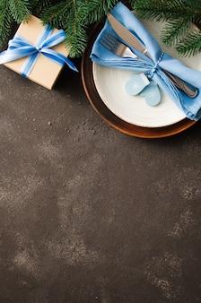 Réglage de la table de noël. hiver pour écrire le menu de noël ou du nouvel an.