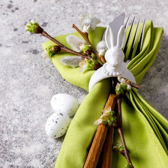 Réglage de la table de pâques. décoration de vacances.