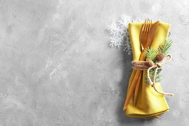 Réglage de la table pour le dîner de noël