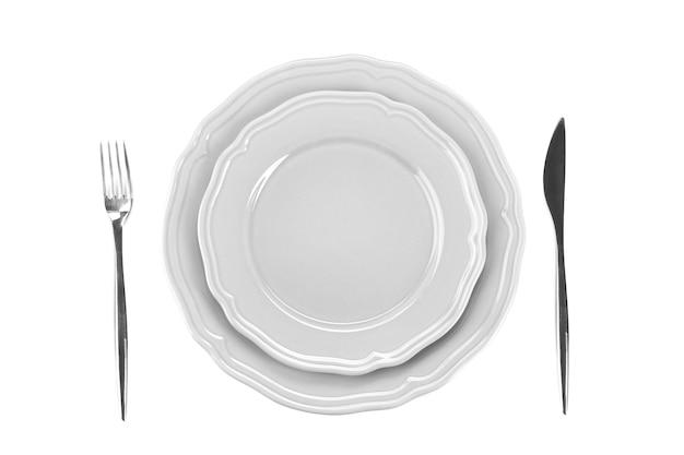 Réglage de la table pour une personne sur fond blanc