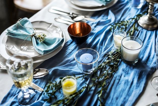 Réglage de la table de réception de mariage