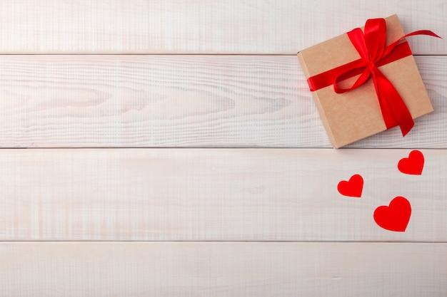 Réglage de la table romantique de la saint-valentin