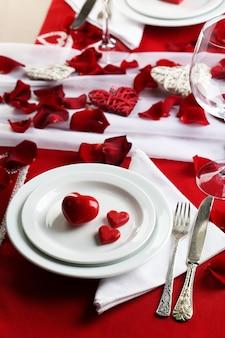 Réglage de la table de la saint valentin