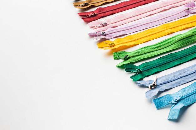 Réglez la fermeture à glissière pour la couture et la couture haute