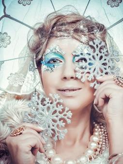 Reine des neiges sur fond blanc.