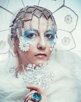 Reine des neiges sur fond blanc