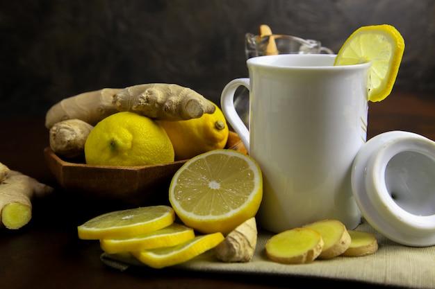 Remède maison au citron et au gingembre. remède contre la grippe