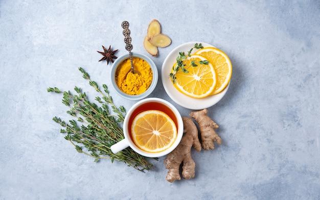 Remède Stimulant Immunitaire Avec Des Ingrédients Photo Premium