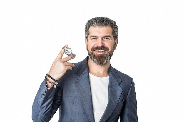 Remettre avec une montre-bracelet dans un costume d'affaires