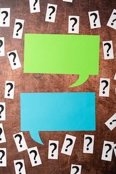 Remettre en question des pensées incertaines, discuter de problèmes non résolus, enquêter sur le concept de différend