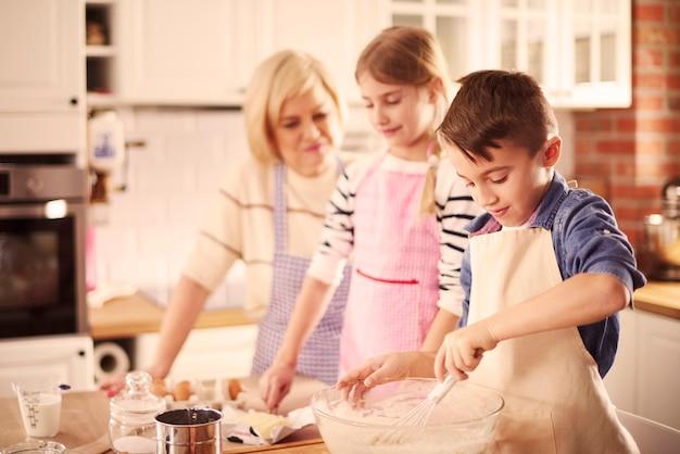 Remuer la pâte tout le temps