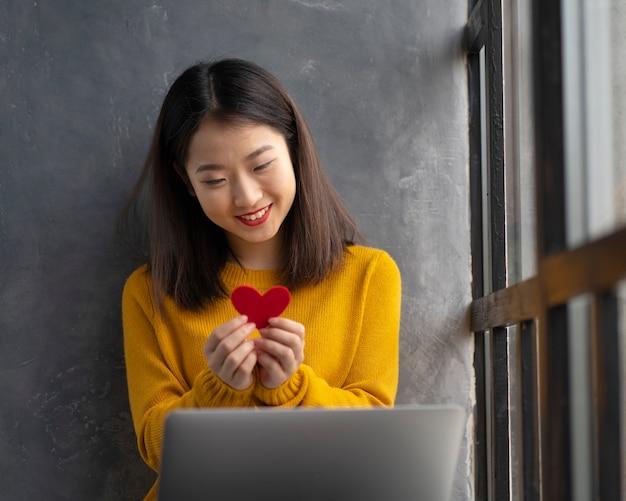 Rencontres en ligne le jour de la saint-valentin à distance pendant la quarantaine et l'auto-isolement