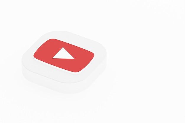 Rendu 3d du logo de l'application youtube sur fond blanc