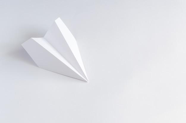 Rendu d'avion en papier