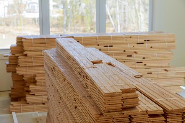 Rénovation d'un appartement, lors de l'installation de parquet préfini sur un sol existant en parquet de chêne