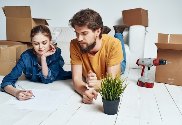 Rénovation de pendaison de crémaillère de jeune couple dans l'appartement
