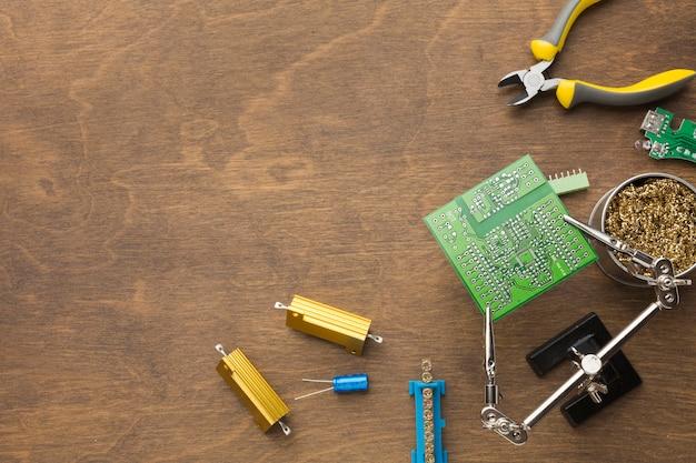 Réparation de carte de circuit imprimé vue de dessus