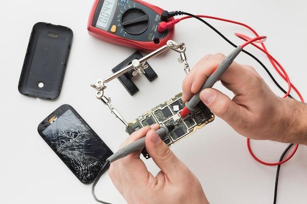 Réparation de circuits imprimés de gros plan