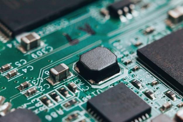 Réparation de circuits imprimés. technologie moderne de matériel électronique. puce d'ordinateur personnel numérique de la carte mère. contexte de la science technologique. processeur de communication intégré. composante d'ingénierie de l'information.